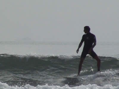 Ben Ellis surfing Lee Bay 3