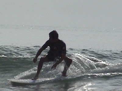 Ben Ellis surfing Lee Bay 5