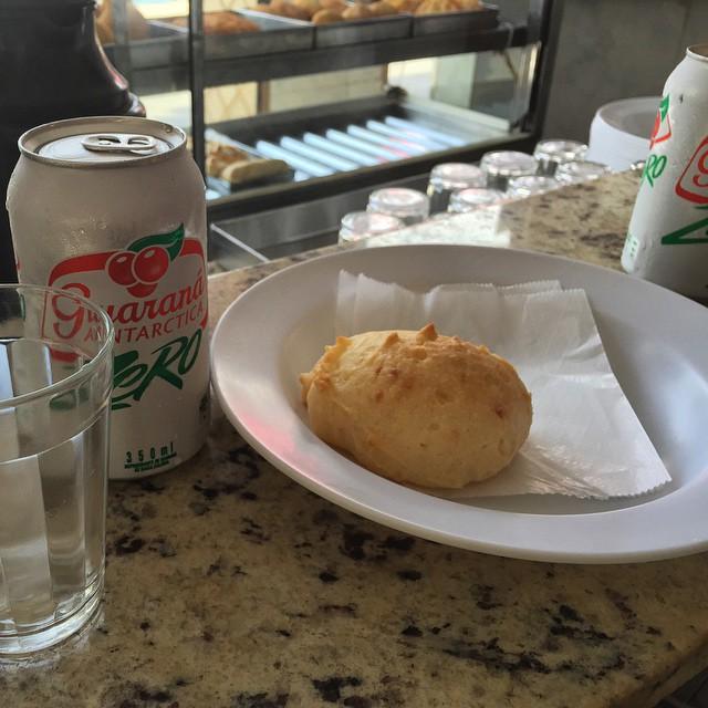 Brazilian standard: pão de queijo and guaraná...por entrada...