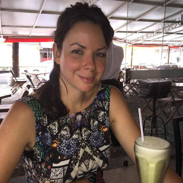 One happy customer with her suco de abacaxi com hortela.