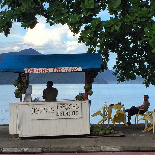 The oyster man! #brazil #ubatuba #beach