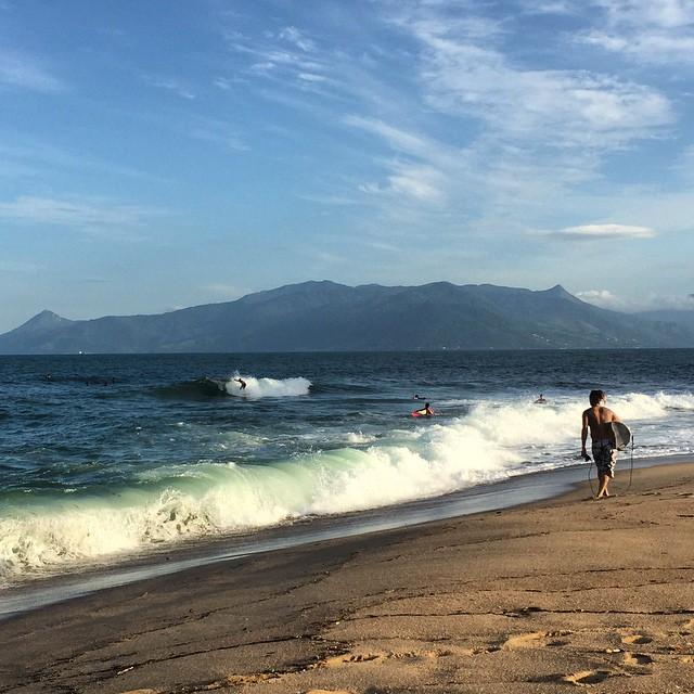 Evening session at Capricornio / Lagoa with Ilhabela in the background #caragua #brazil #surf #capricornio #lagoa