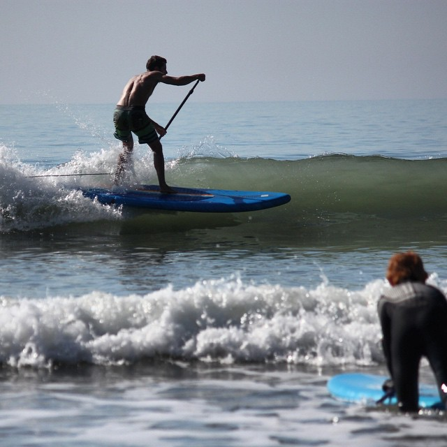 Working the shore breakers ;) #woolacombe #devon #sup #standuppaddle #surfing Photo by: @essexrambler
